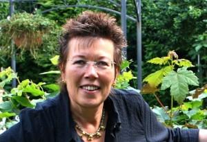 (c) Dr. Eva Karnofsky